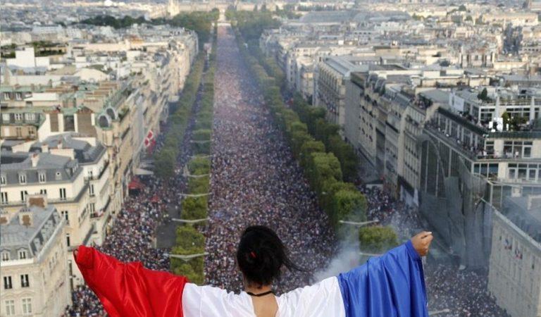 Празднования по-французски. Французы с размахом отметили победу сборной на Чемпионате мира по футболу