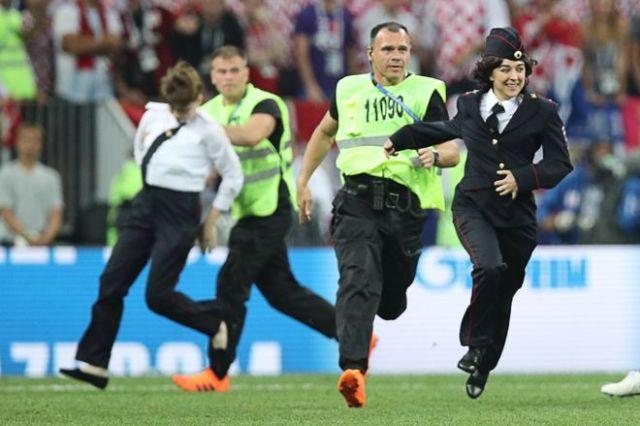«Милиционер вступает в игру». Акция «Pussy Riot» во время финального матча чемпионата мира по футболу