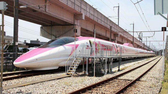 Hello Kitty! В Японии запустили тематический скоростной поезд